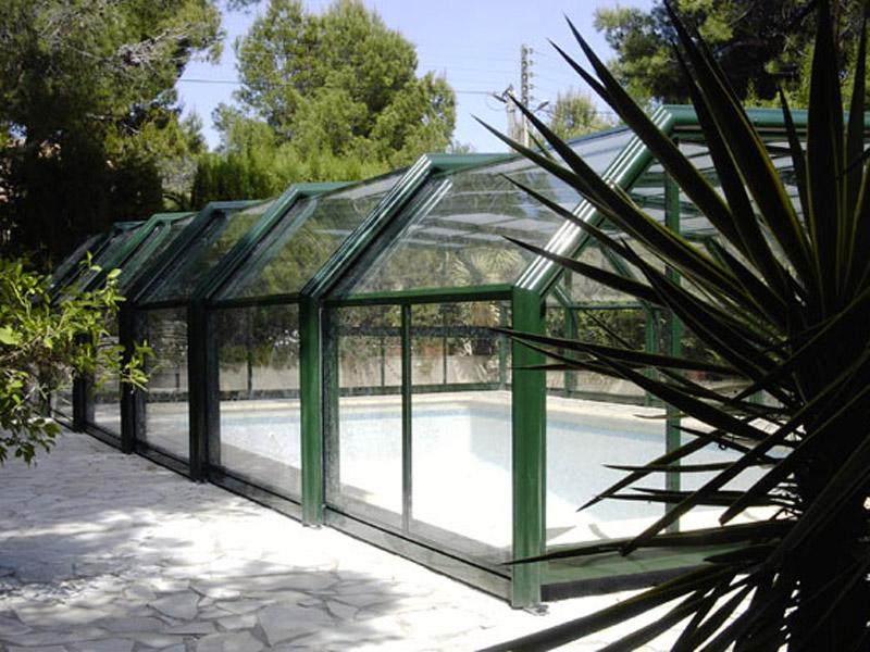 Abri de piscine Palma haut adossé installé à Eclose près de Bourgoin-Jallieu.