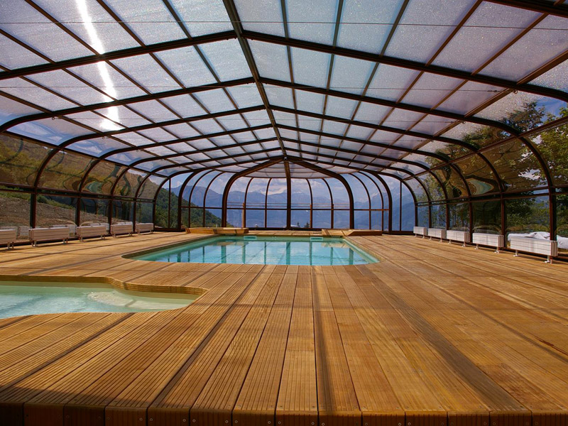 Abri de piscine Tabarca adossée avec Rotonde installé à Badinières près de Bourgoin